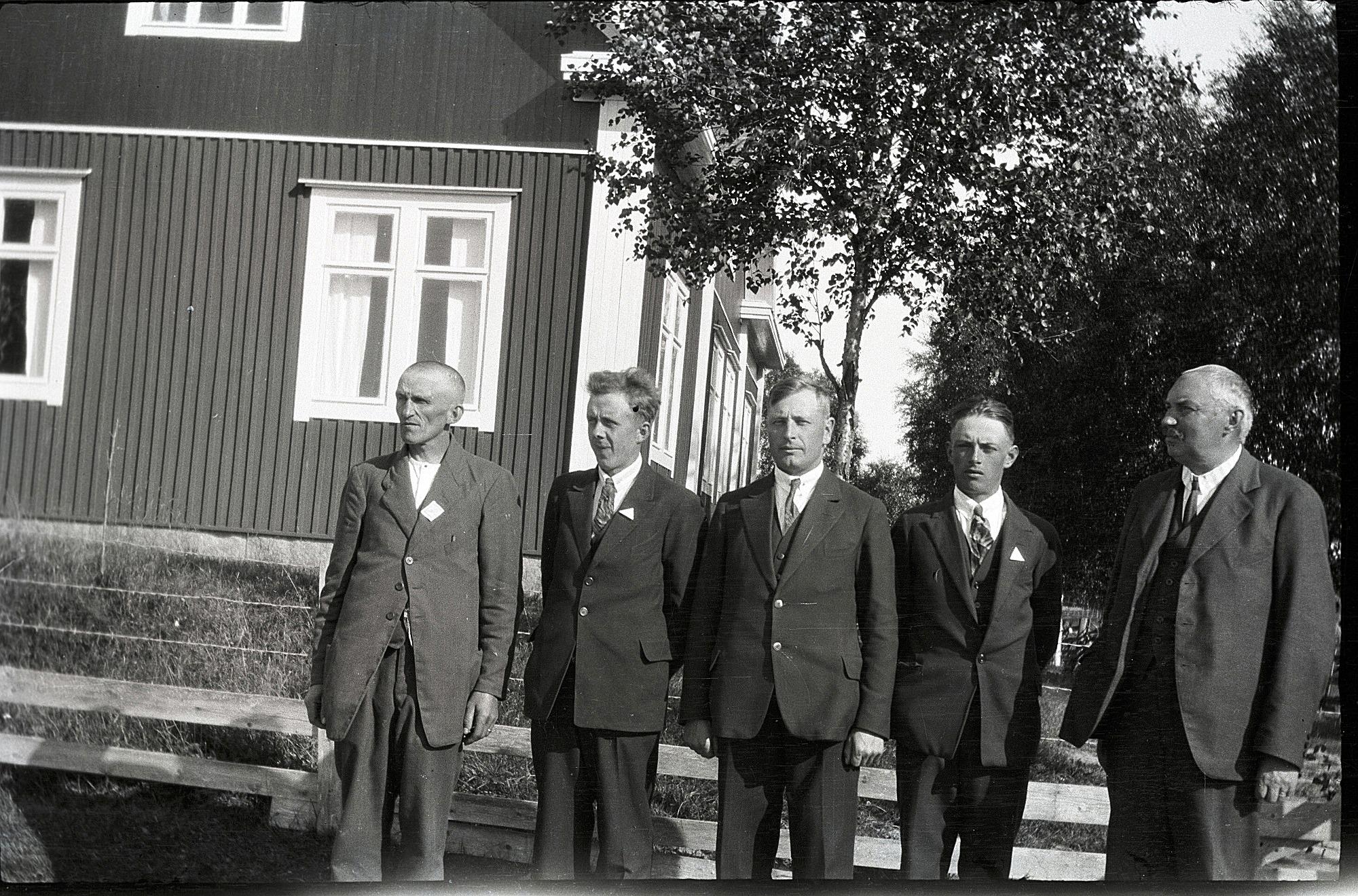 Byggnadsnämnden för lokalens renovering och tillbyggnad, från vänster Otto Ingvesback, Erland Ekholm, Selim Björses, Valter Pdjers och Nils Molander.