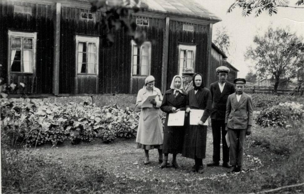 Klubbprisnämnden på besök hos Helmi Ekman, från vänster Ann-Mari Porander, Elin Björkman, Alice Björses, Birges Björses och Eskil Ålgars.
