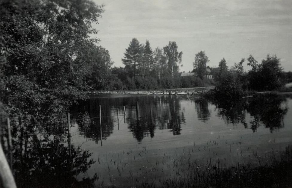 Lappfjärds å med Gamälbroen, Molanders åbacke telefoncentralen.