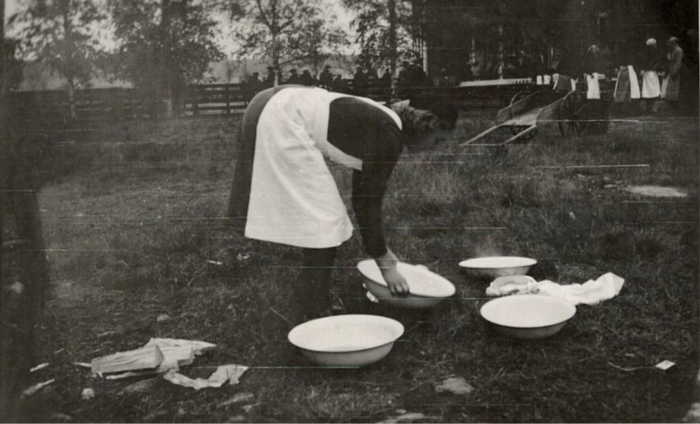 Lottorna skötte om matserveringen under hästutskrivningarna på södra folkskolan.
