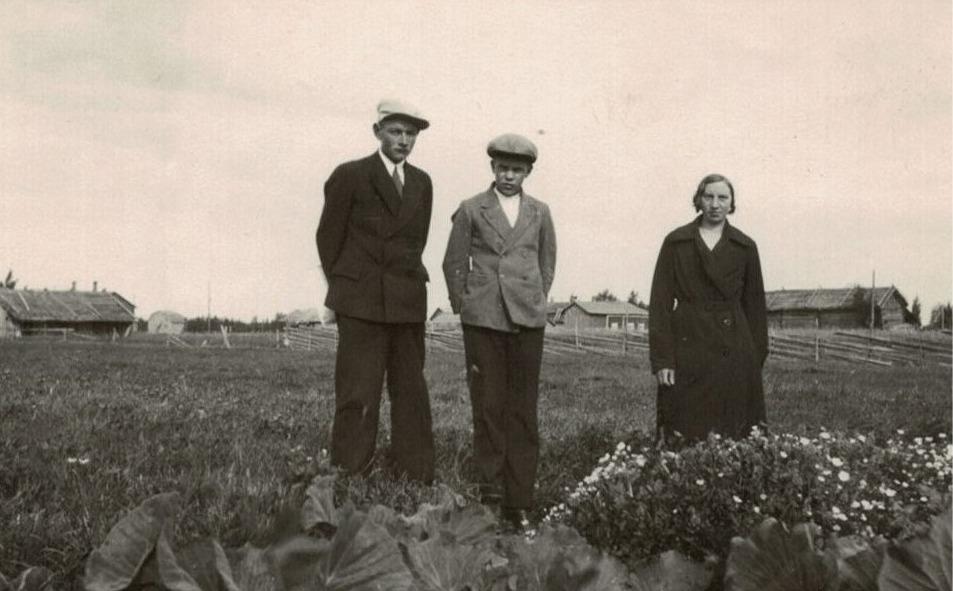 Bertel Granskog, Eskil Ålgars och Elin Björkman i ett klubbland.