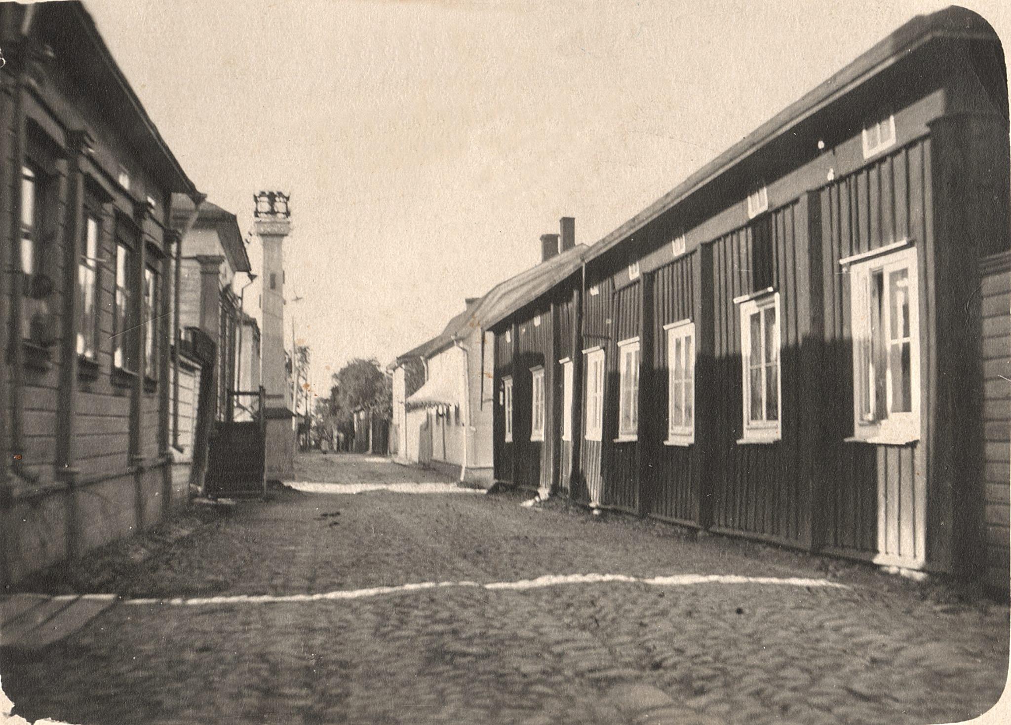 Där Östralånggatan korsar Skolgatan fanns tryckpunkten i Norrstan. Det var alltså härifrån som man reglerade gatubelysningen. (Juhani Saaris foto).