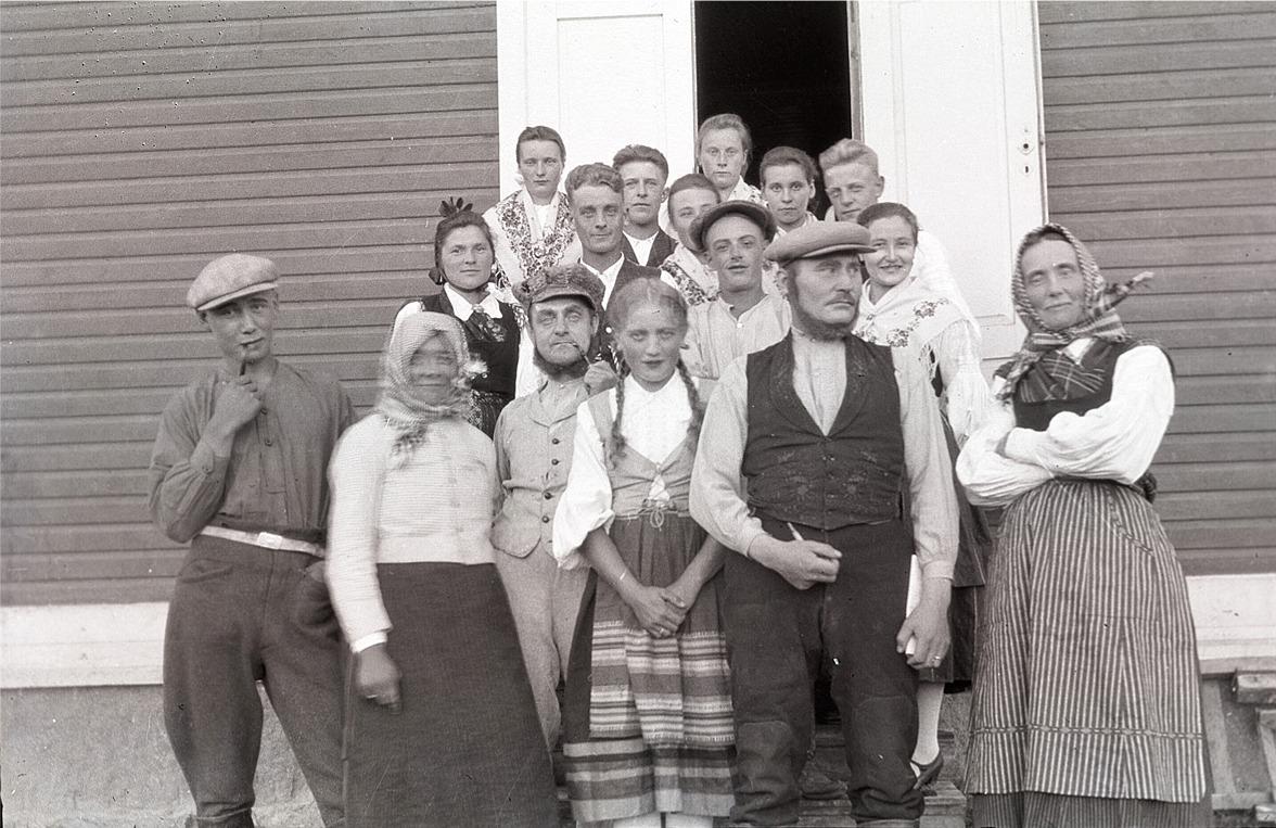 Ungdomsföreningens teateramatörer besökte Bygdegården i Malax.