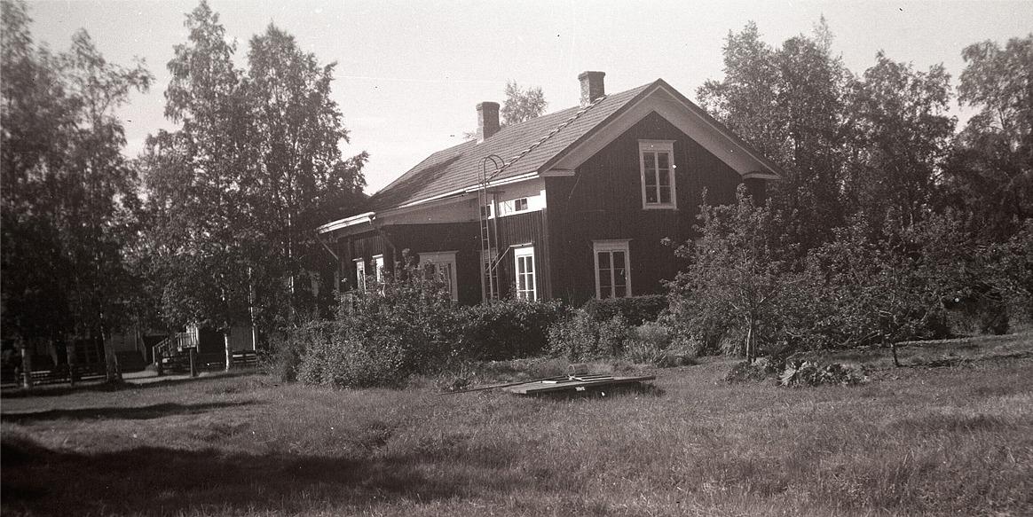 Lärarbostaden vid södra folkskolan med fruktträdgården.