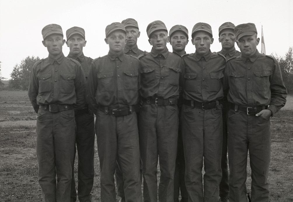 Skyddskårens bobollslag som vann distriktsmästerskapet 1934, från vänster Sampo Käpylä, Keijo Komsi, Ragnar Nissander, Gösta Klåvus, Börje Engblom, Hemming Ådjers, Nils Jossandt, Emil Strandkull och Eino Honko.