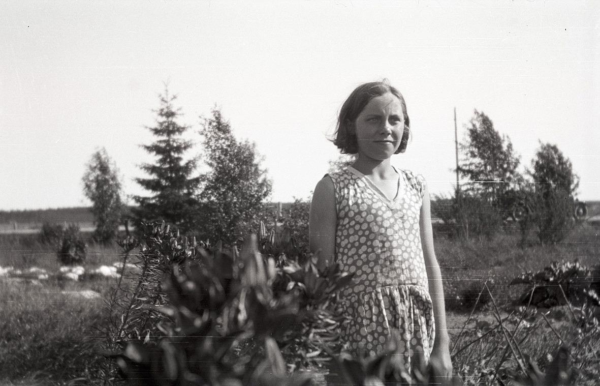 Lilja Nordberg från Dagsmark bland liljor och kejsarkronor.