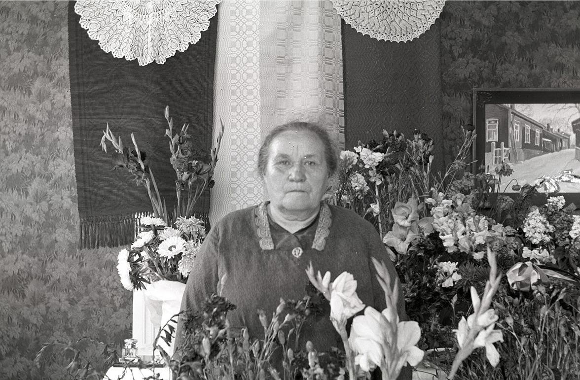 Emmi Bast som gick i pension vid skolavslutningen 1937.
