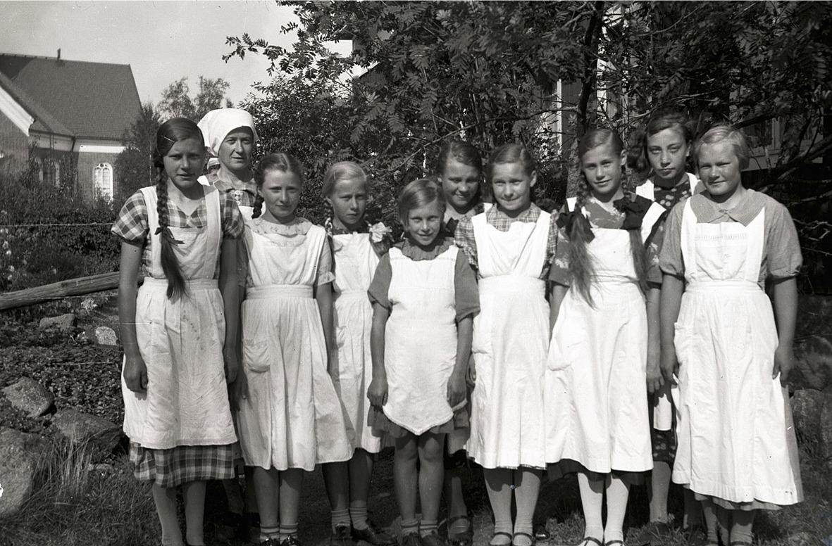 Flickor på kokkurs på södra skolan, här finns bland annat Margit Nordgren, Inga Teir, Brita Ebb, Aili Hellman och Alice Rosenback.