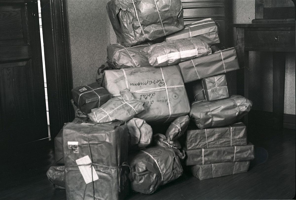De hemmavarande skickade regelbundet matpaket och övriga förnödenheter till de stridande vid östgränsen.