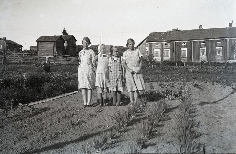 Elsi Maj Strömsten, Maidi Enkulla, Gretel och Gunnel Rönnberg från Härkmeri.