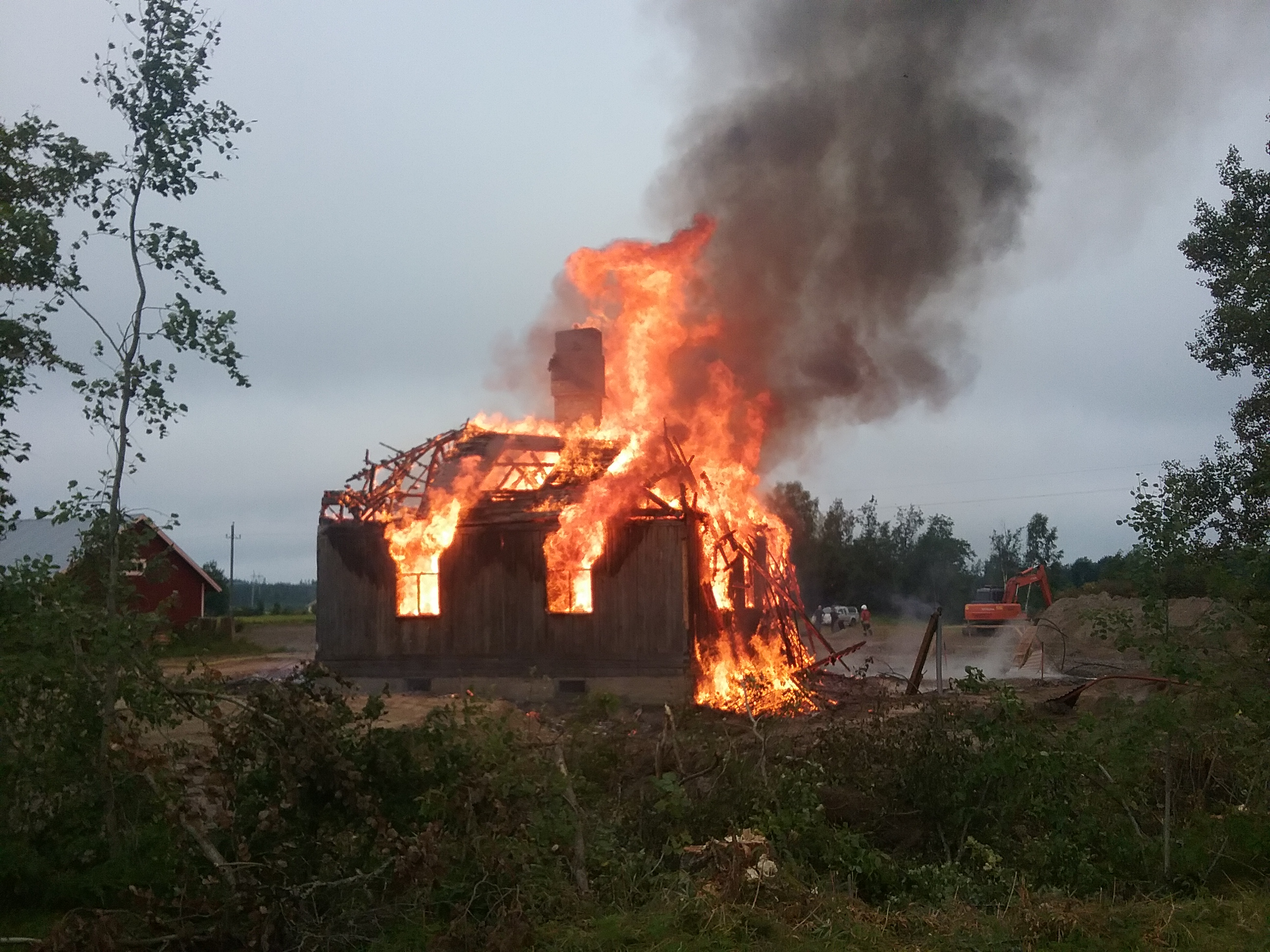 På morgonen den 17 augusti 2017 gick Selim och Mandas gård till historien, då brandkåren från Bötom på ett behärskat sätt brände ner huset.