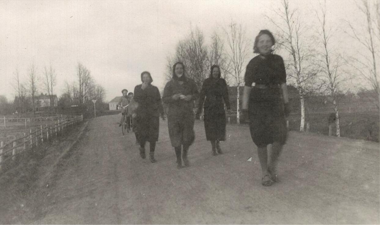 År 1941 anordnades den så kallade Riksmarschen mellan Sverige och Finland. Avsikten var att stärka folkets hälsa och en miljon svenskar deltog men Finland vann med 1,5 miljoner deltagare.