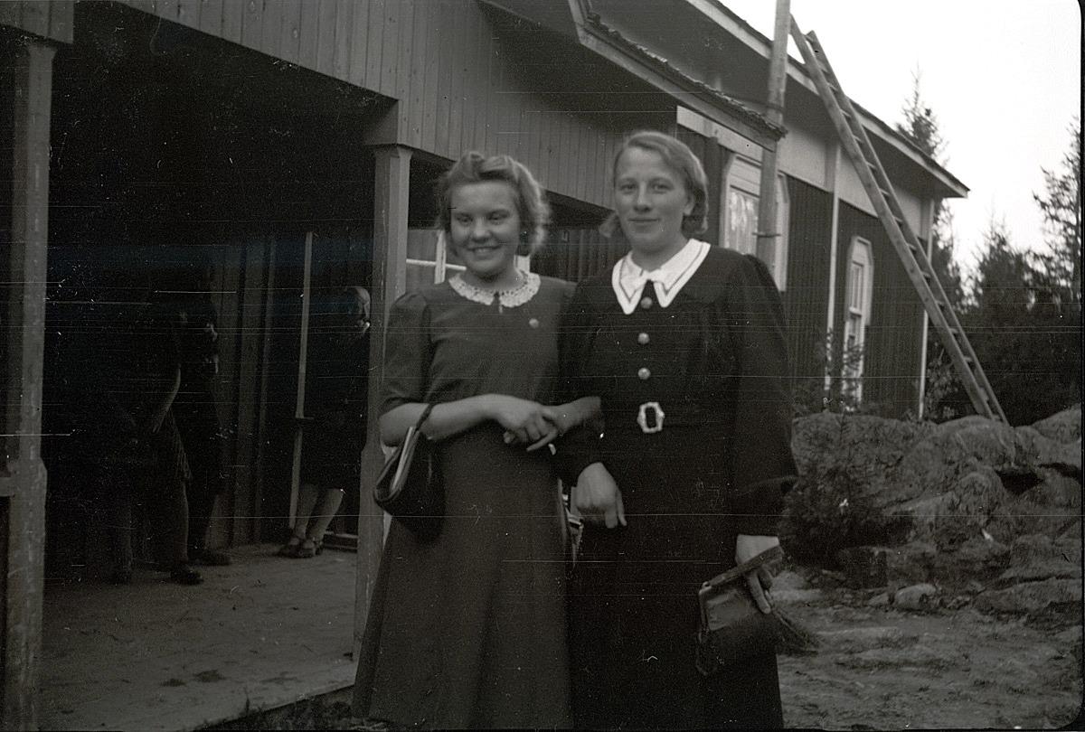 Klubbledarna Karin Andtfolk från Härkmeri och Tyra Ingves från kyrkbyn.