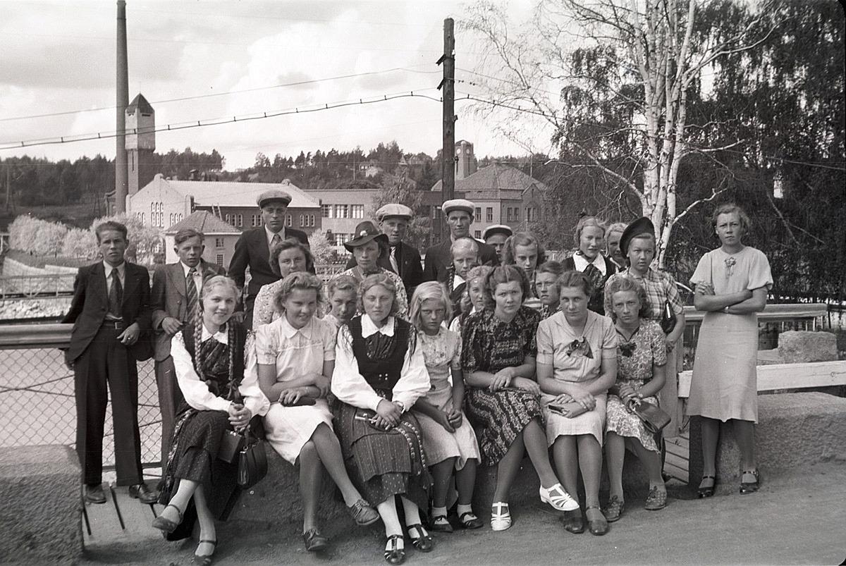 Ungdomarna från Lappfjärd gjorde på sommaren en resa till Tammerfors med Haglunds buss.