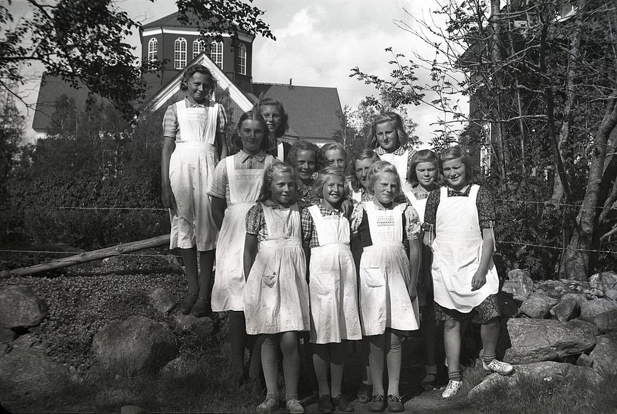 Flickorna på kokkurs i södra skolan.