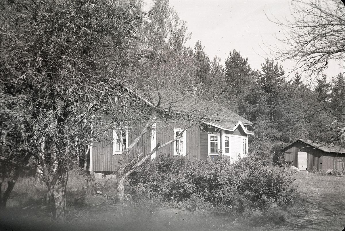 I denna gård bodde Sandra Klemets bakom Krokberget.