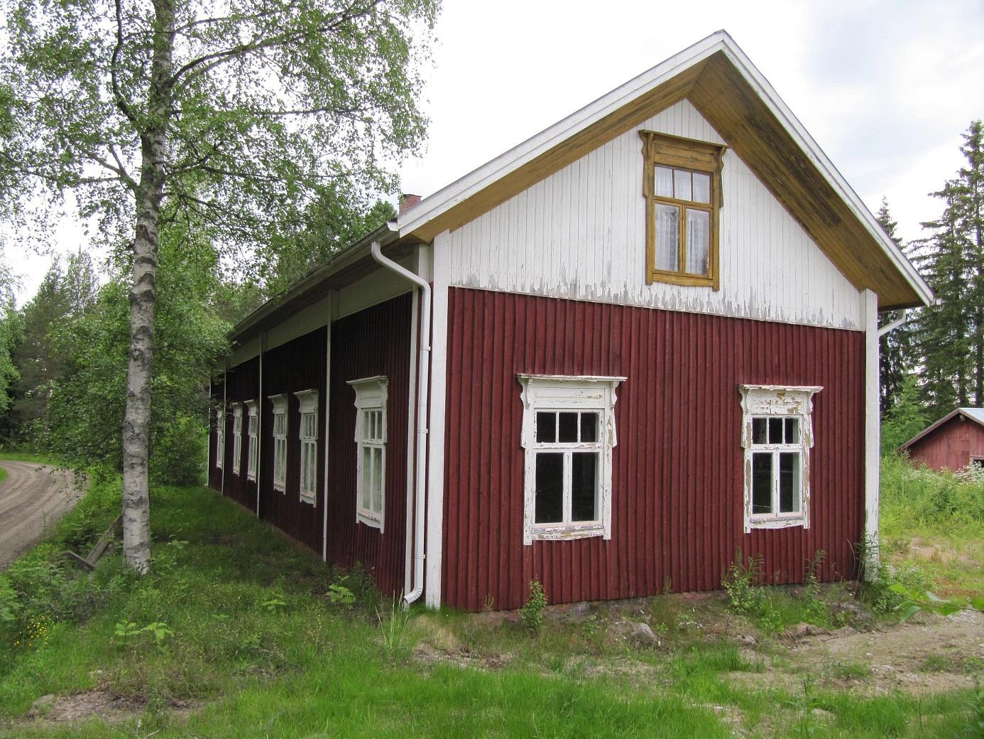 Ännu år 2012 var gården rak och stilig, vilket tyder på ett välbyggt hus. Men så var ju Josip också känd som en noggrann snickare och byggare. Den nuvarande ägaren från Kristinestad har inga direkta planer för huset.