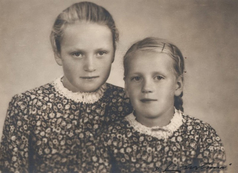 Systrarna Elisabeth och Alice Dahlroos.