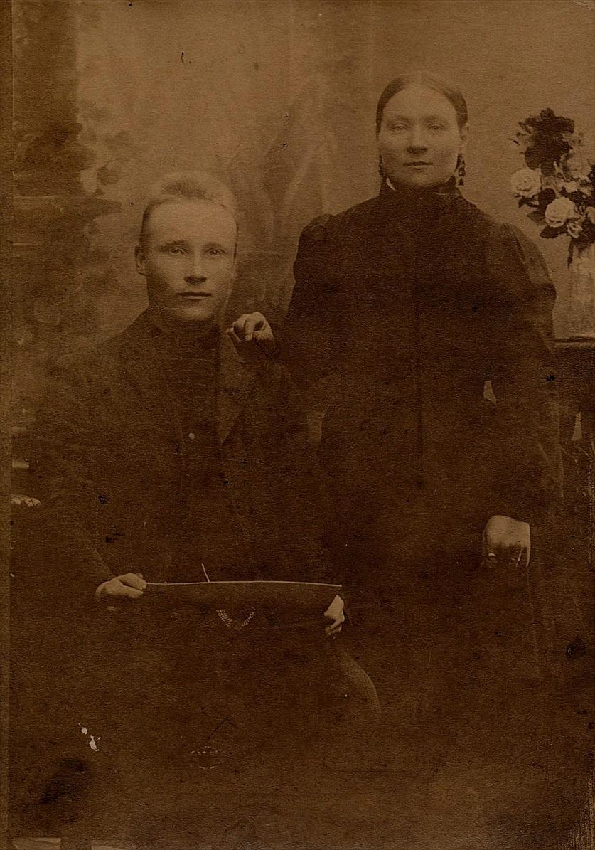 På bilden Johan Viktor Lindblad, f. Knus tillsammans med sin första hustru Vilhelmina Järvelä.
