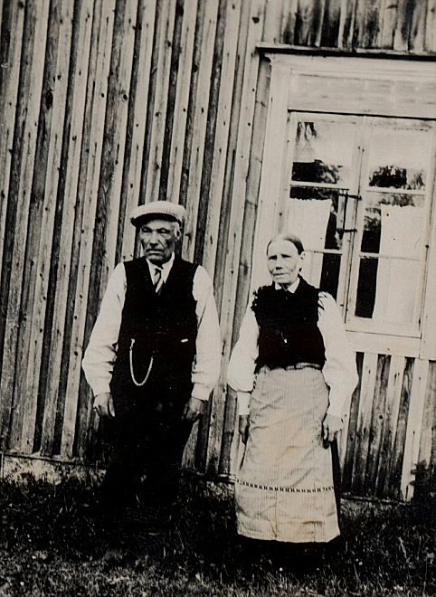 På bilden Huldas föräldrar Johan och Anna Kajsa Nyholm från Norrviken.