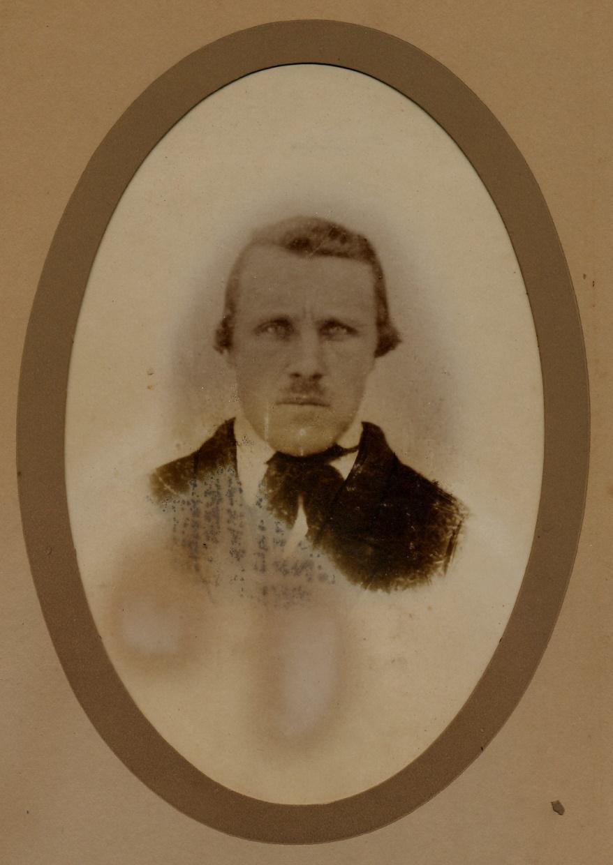 På fotot bonden och kyrkobyggaren Johan Henrik Båsk.