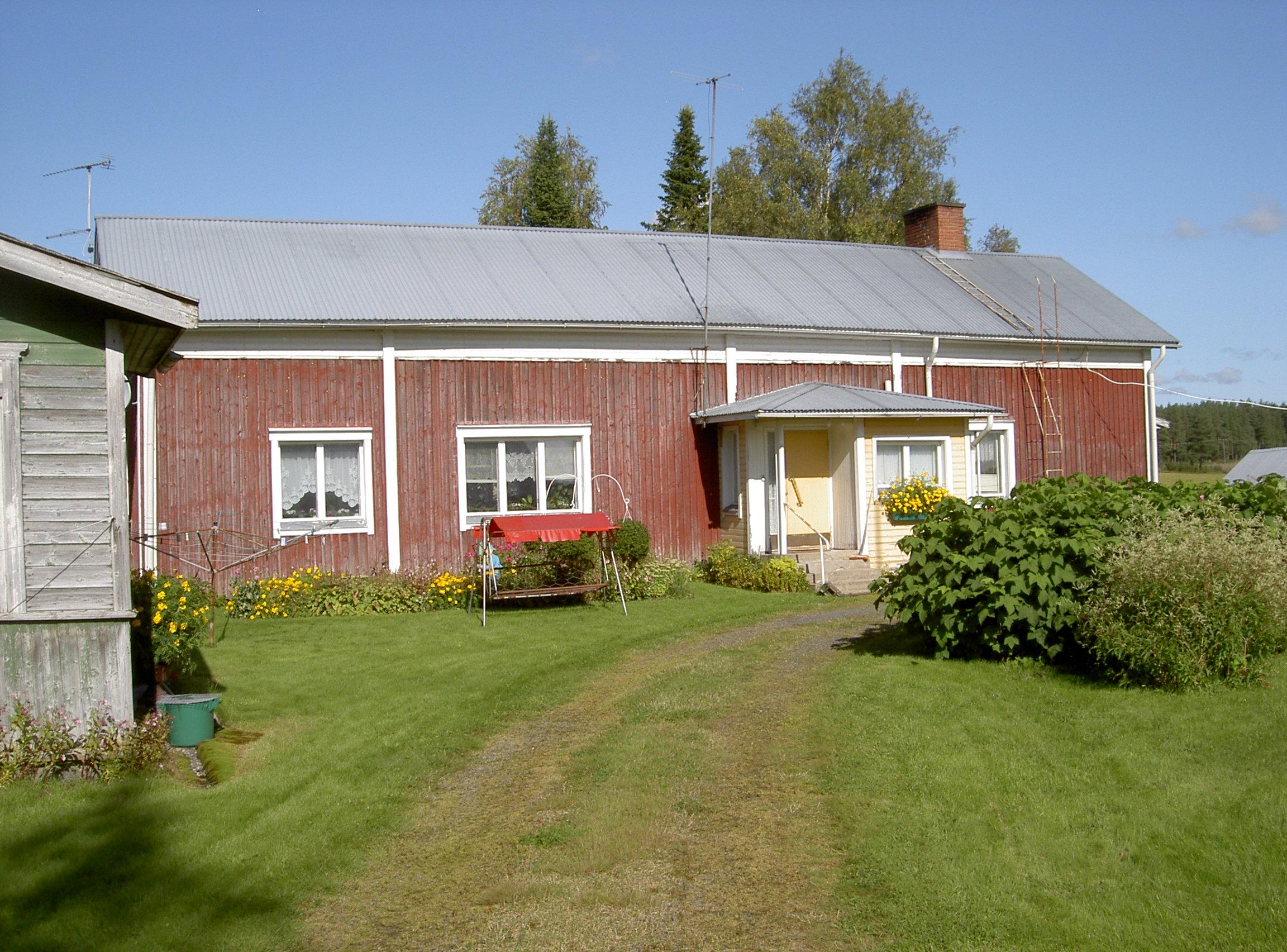 Den här gården på Korsbäckvägen 416 byggdes omkring 1911 och har efter det renoverats flera gånger. Fotot från 2017.