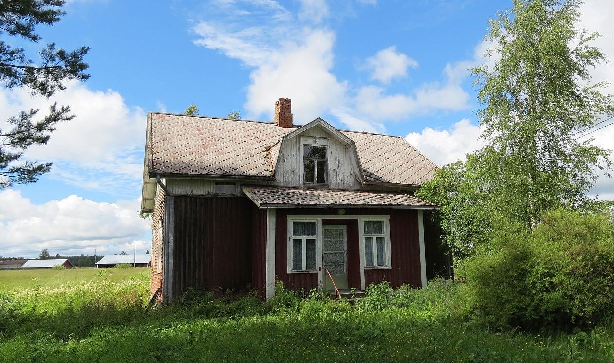 Nyholms gård fotograferad från gårdssidan år 2017.
