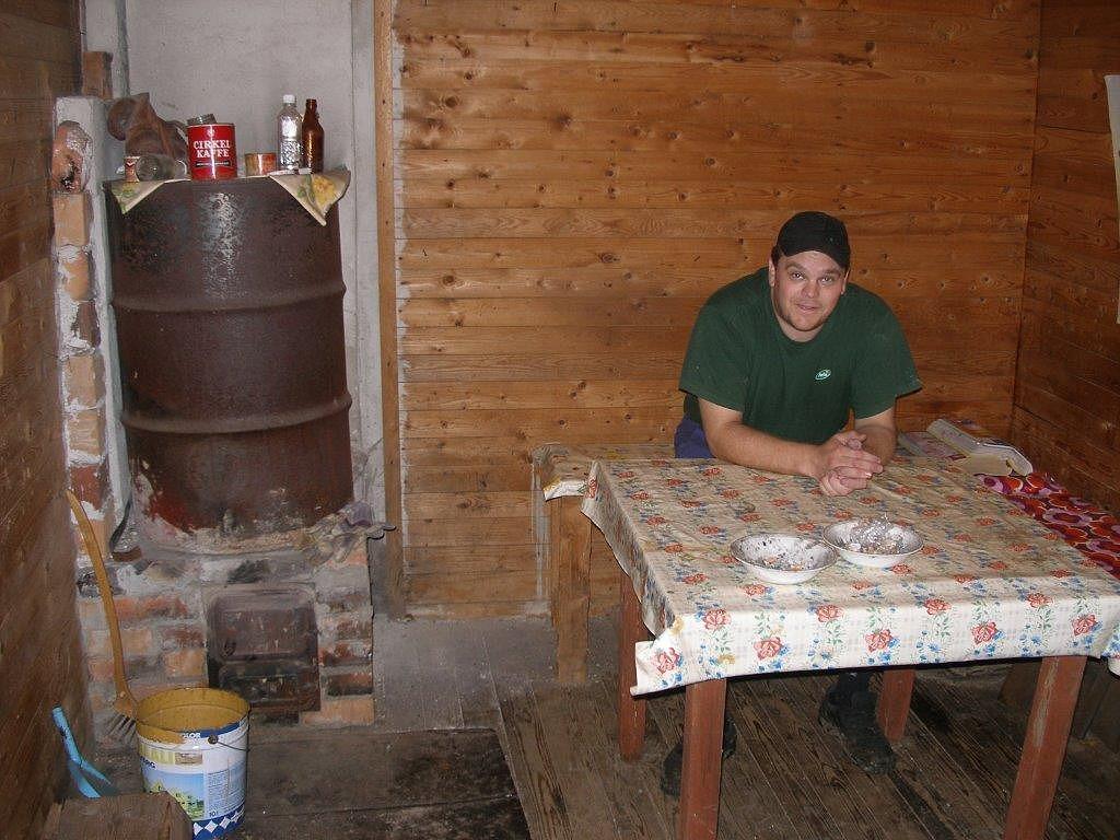 Sedan 2006 är Mikael Wiklund ägare till Kvarnå Såg och här sitter han i kvarnkammaren. Foto John Hammarberg.