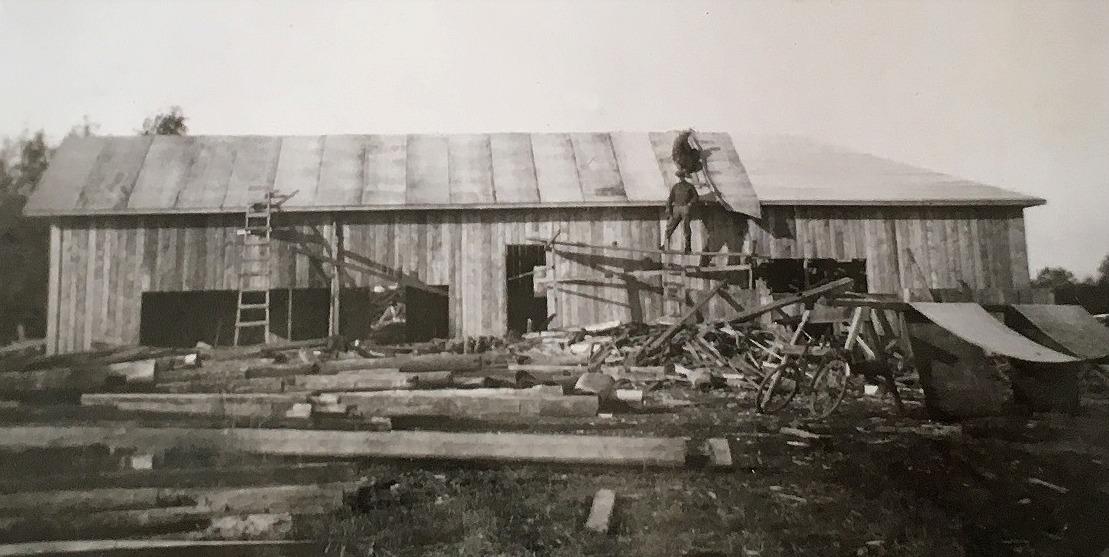 I september 1952 hade bygget av den nya sågen framskridit så långt att det gick att lägga på taket.