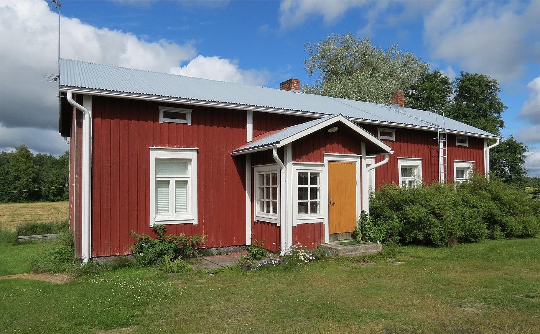 """Trots sin höga ålder är gården där """"Jöranas"""" fortfarande i bra skick. Fotot från sommaren 2017."""