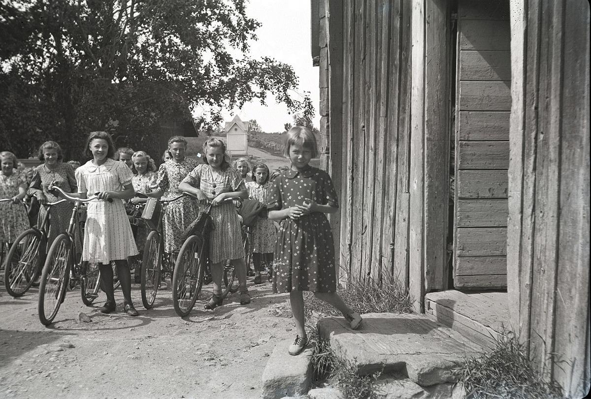 Klubbmedlemmarna från Lappfjärd tar paus vid norra tullsugan i Kristinestad under sin utfärd till Antila.
