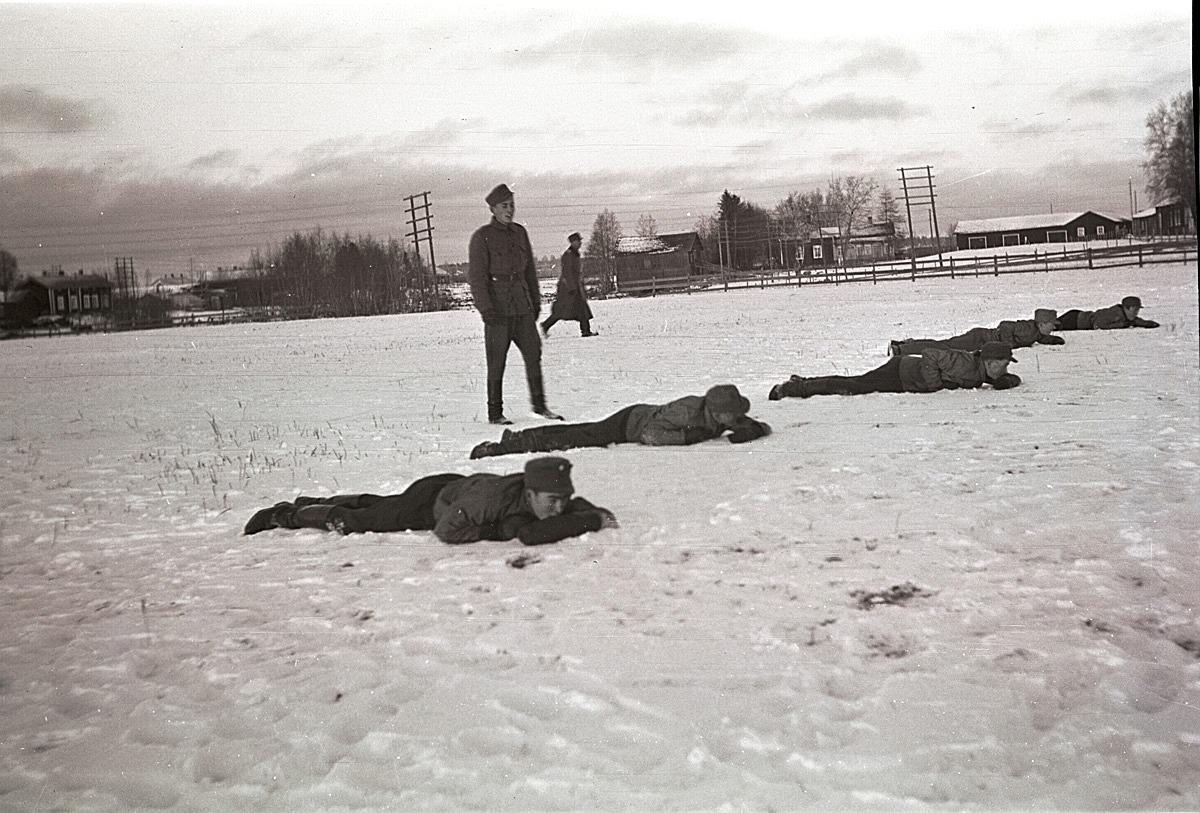 Skyddskåristernas övningar vintern 1942.