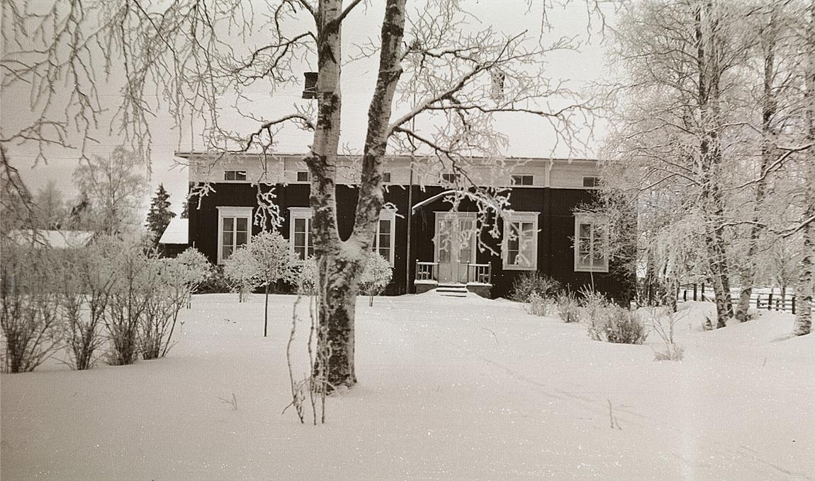 Lärarbostaden bredvid södra folkskolan i vinterskrud.