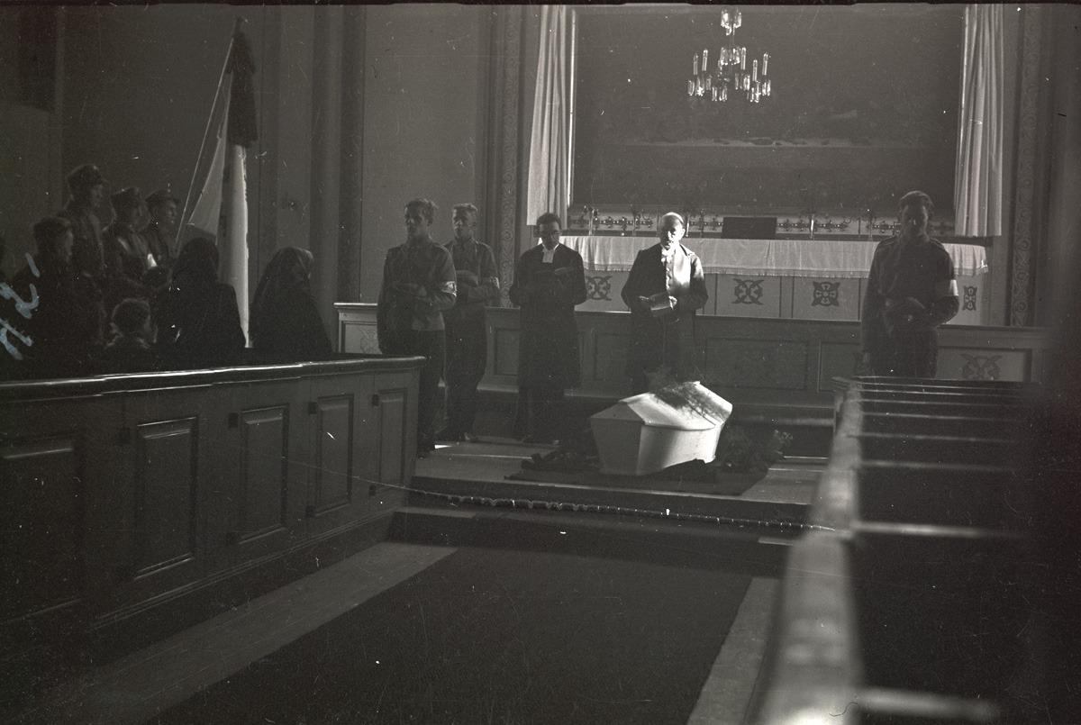 Torsten Gullmes stupade i vinterkriget men återbördades till hemorten först 1942, då jordfästningen skedde i kyrkan.
