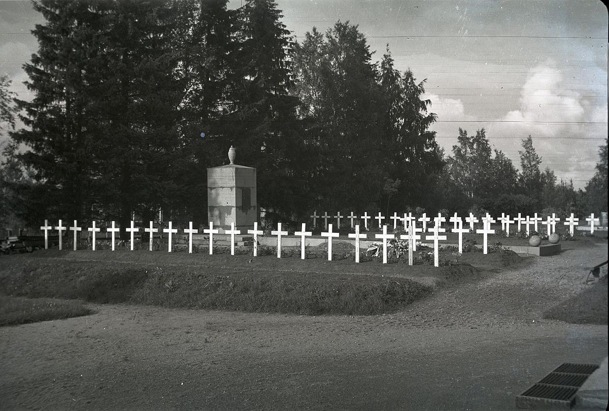 Långa rader med vita träkors vittnar om de offer som vinterkriget skördade.