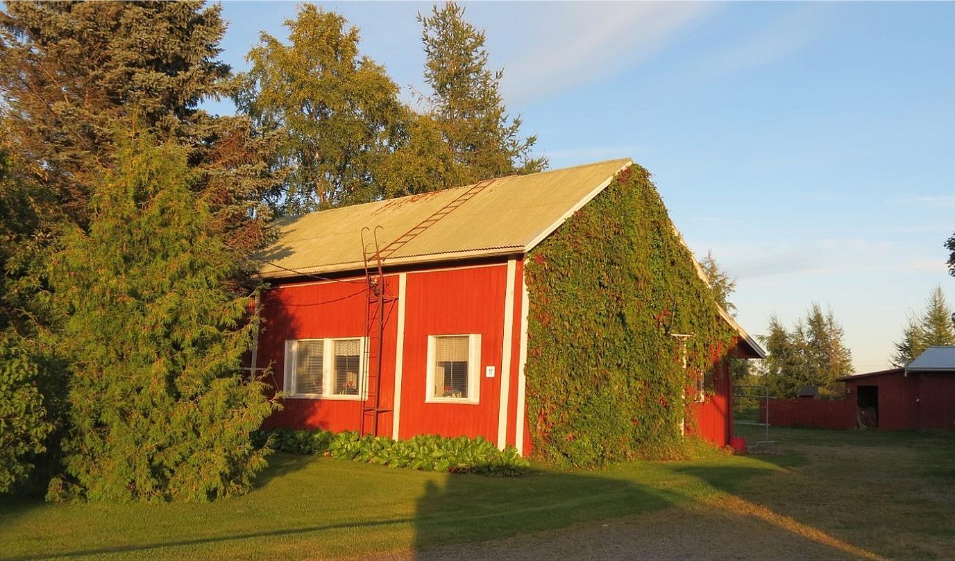 Rosenbacks gård fotograferad 2014 från väster.