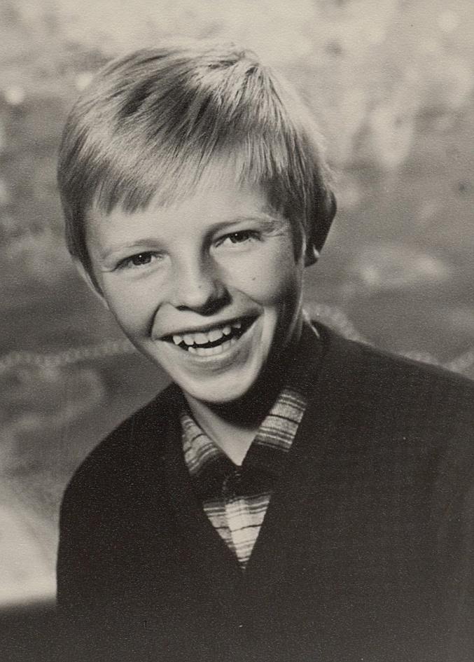 Stig och Lillis son Sten som växte upp med sin farmor Tilda på Åbackvägen. Han gick i skolan i Dagsmark och flyttade som vuxen till sin mor i Sverige, där han sedan dog som 29-åring, ogift och barnlös. Sten var en ivrig fiskare som trivdes på sjön.