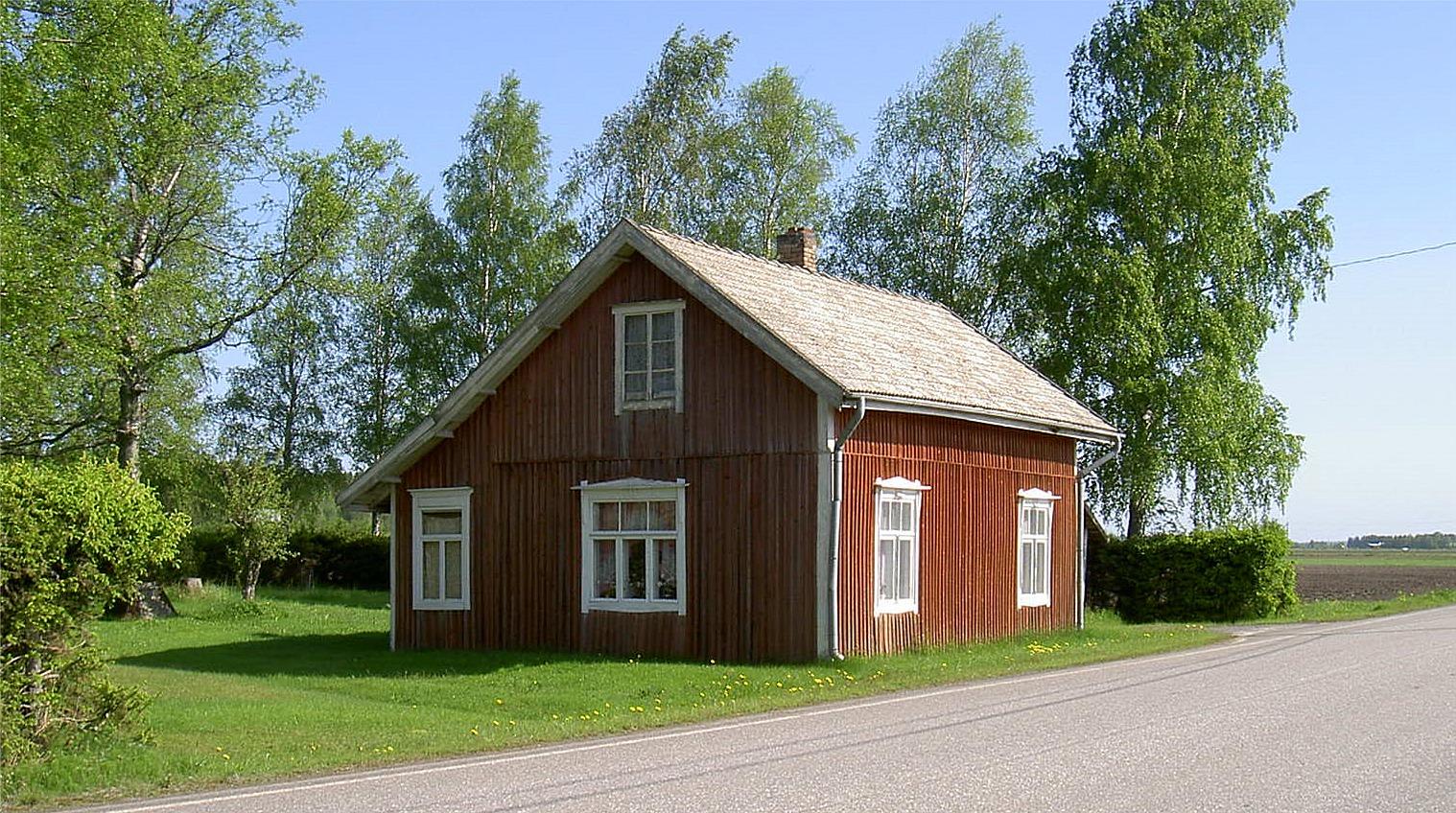 Så här såg gården ut 2003, bara något år före den såldes åt grannarna Långfors som sedan rev bort den och i dag syns det knappt var en har stått.