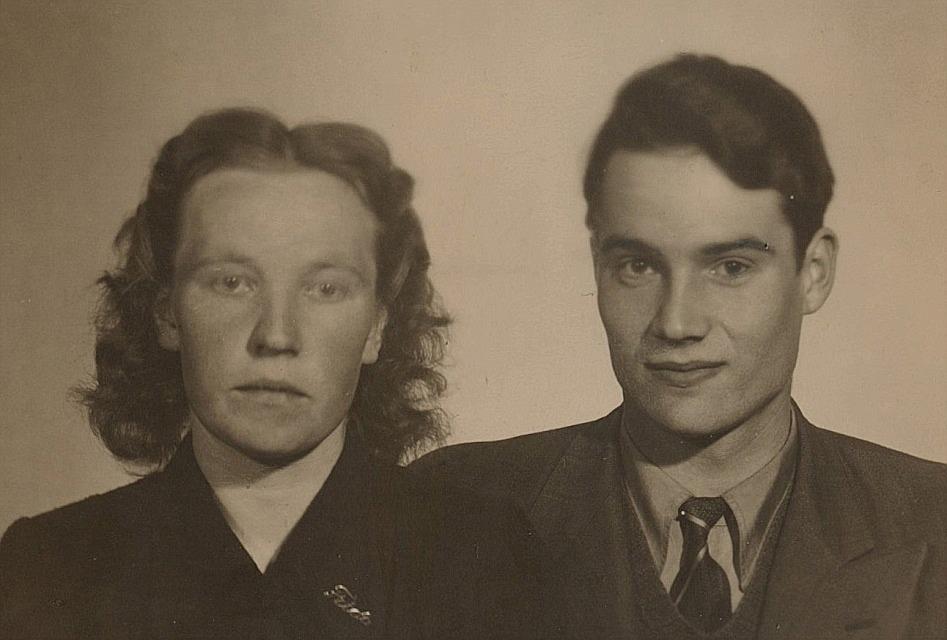 Frida arbetade som piga åt Koll-Frans, alltså Frans Storkull (1898-1974) tills hon år 1950 gifte sig med Reino Rajala från Bötom. De byggde ett hus åt sig i Bötom och fick 4 barn men flyttade på 1960-talet till Sverige där de bodde så länge de levde.