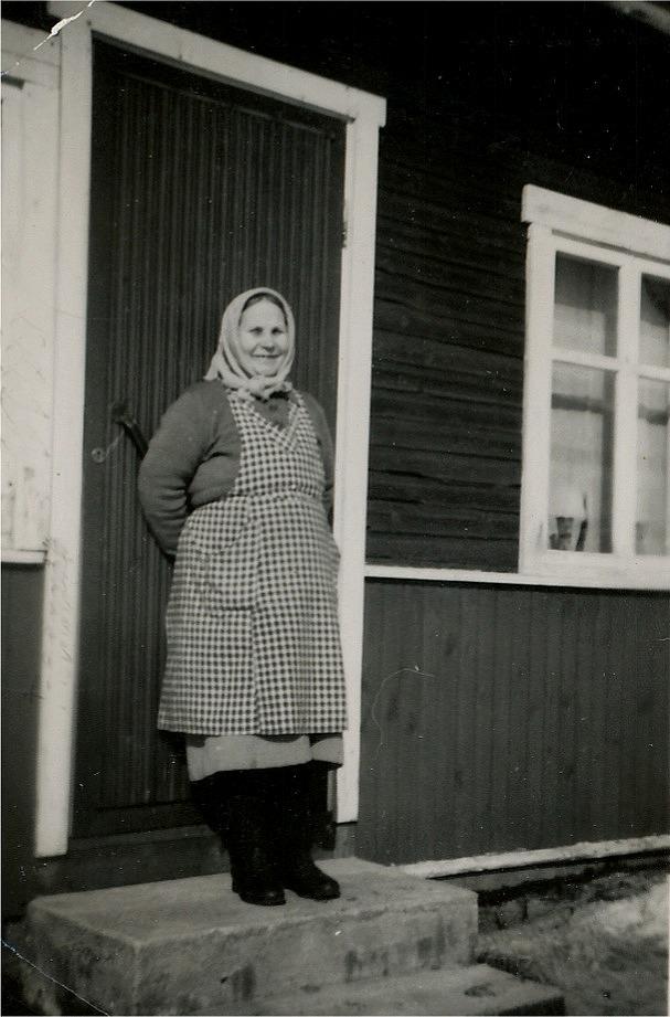 Lena-Alvina på brotrappon år 1955.