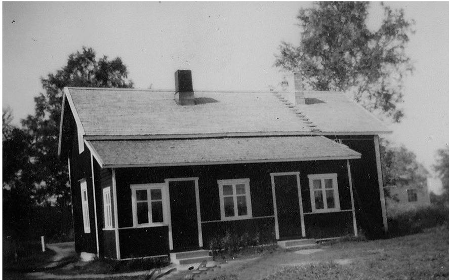 Rosenbacks gård fotograferad från söder. Till höger skymtar Skogmans gård.