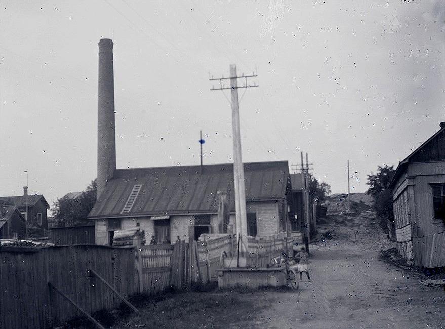 Elektricitetsbolaget Ab Lumen i Kristinestad startade produktionen år 1900 men bolaget drogs hela tiden med stora ekonomiska problem. År 1915 köpte Viktor Nylund hela bolaget och det köpet lade grunden till det monopol han höll på att bygga upp runt Ab Pärusfors.