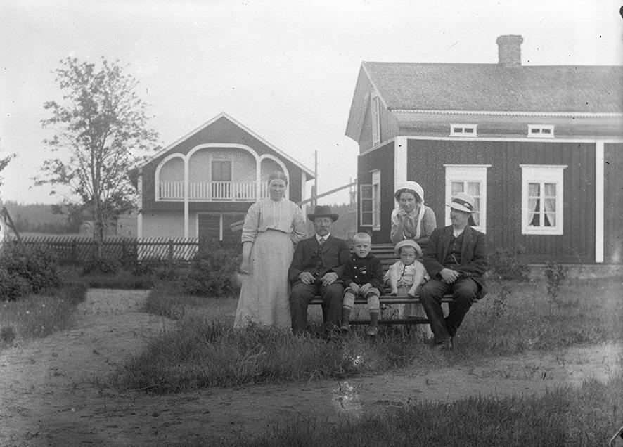 Ida, Viktor och Rurik Nylund tillsammans med Raul Mildh, Hanna Mildh och John Mildh.