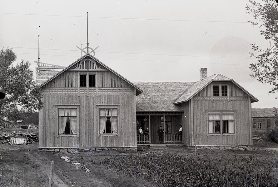 Viktor Nylund var ju en drivande man också vid byggandet av ungdomsföreningens lokal Majbo. Maja Klemets gamla bondgård byggdes om och skarvades i med två flyglar och den kunde invigas 1910. Den revs sedan ner i början på 50-talet.