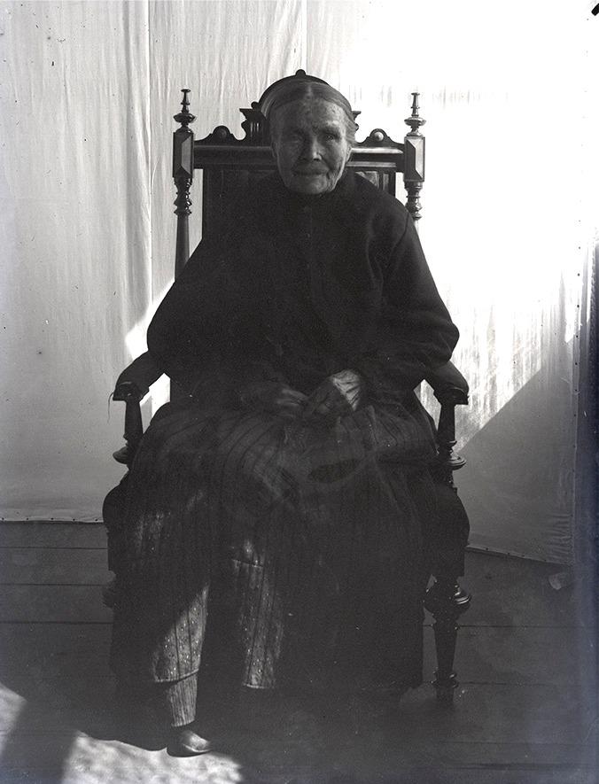 "Viktor Nylunds mor ""Koll-Anagret"" på äldre dar."