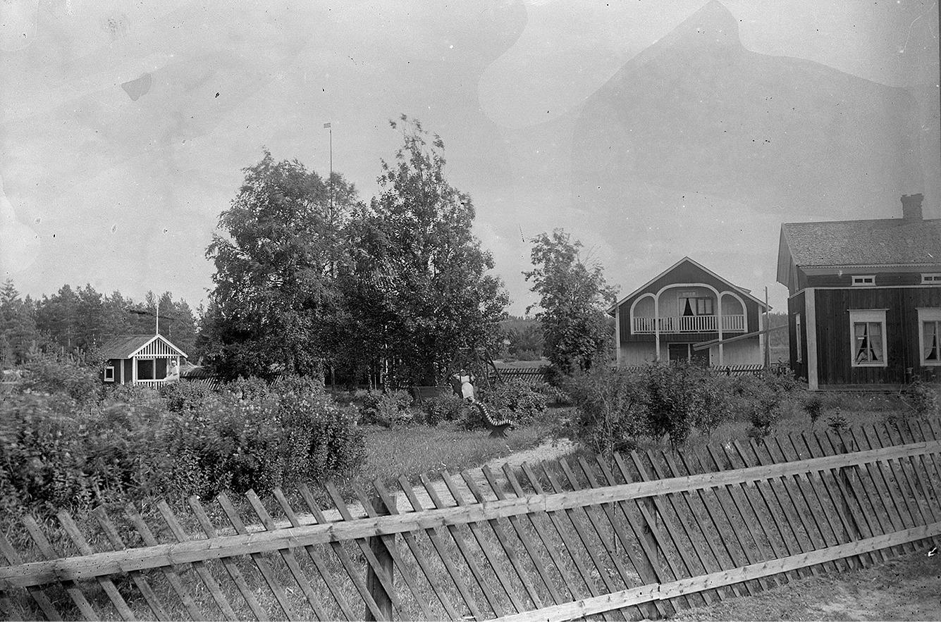 För 100 år sedan var dylika trädgårdar säkert mycket ovanliga på landsbygden.