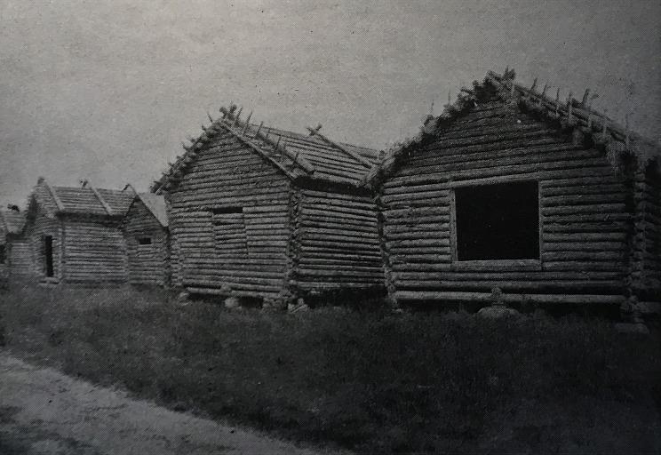 Stockladorna vid Dagsmark storsjö träsk stod sida vid sida, fotot från 1910-talet.