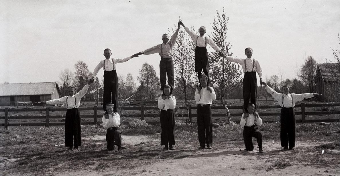 Idrott och gymnastik var omtyckta ämnen bland eleverna i södra folkskolan.