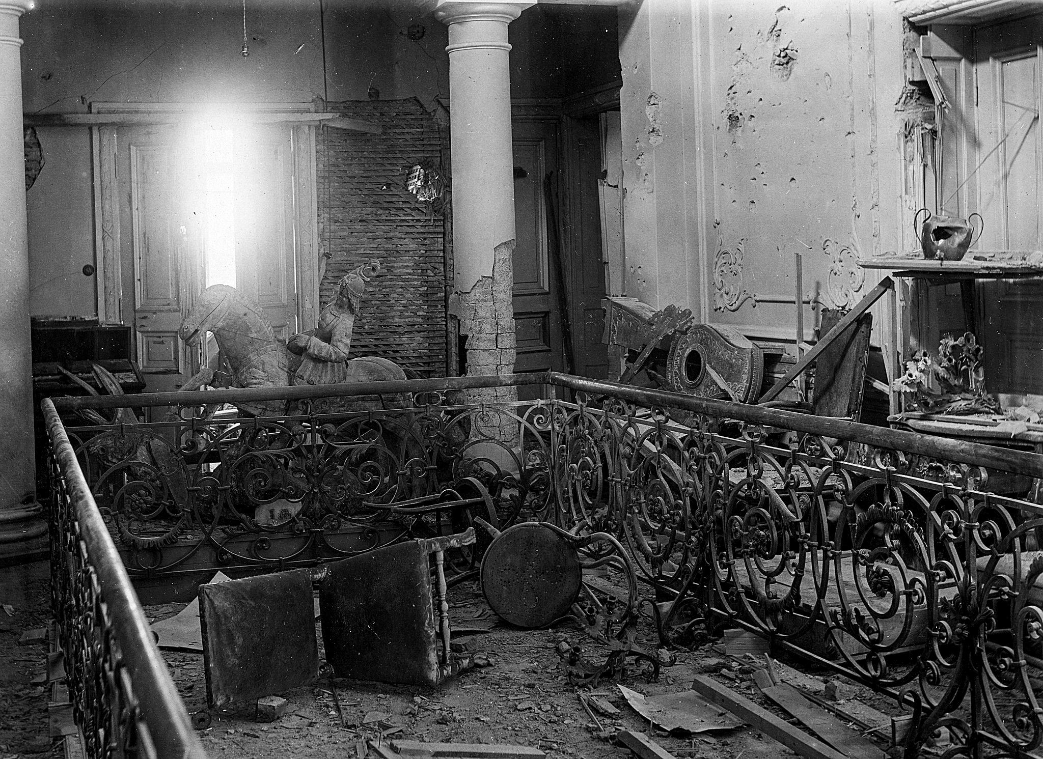 Så här såg det ut i övre våningen på Näsilinna efter att Melins kompani hade gett sig av efter mycket hårda strider.