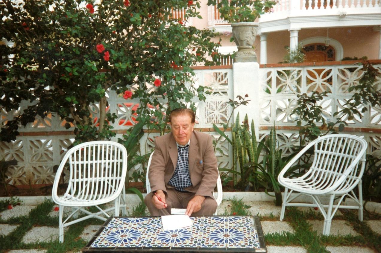 Kanske det är memoarerna som Åke Klemets håller på att skriva under tiden han vistades i Spanien.